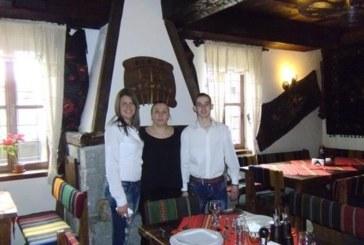 """Сьомга тепаняки и шоколадово суфле донесоха на Г. Рошкова приза """"Най-добър млад готвач"""" в Банско"""