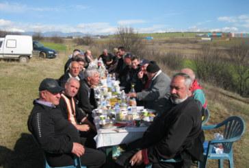 "С кулинарно бижу ""Курбан по граматишки"" и танци на поляните над 100 кооператори празнуваха"