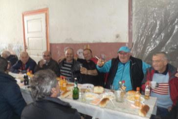 Сурвакарската група на с. Логодаш даде курбан за здраве, стари и млади се веселиха от сърце