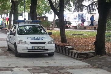 НОЩНА СХВАТКА В ПЕТРИЧ! Юмруци вкараха в ареста 2-ма авери