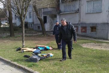 """ЧЕНГЕТА ЗАВАРДИХА КВ. """"ЕЛЕНОВО"""" В БЛАГОЕВГРАД! Зрелищен арест пред блок № 117, шефът на полицията Р. Танушев на място"""
