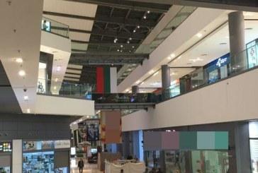 Недоволство! Гаврят се с българското знаме в столичен мол