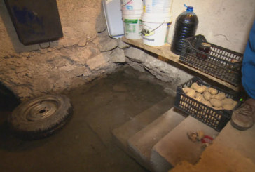 Радомирско село се руши заради засипано речно корито