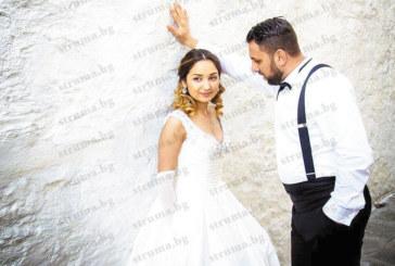 Влюбена двойка петричани долетяха от Лондон и вдигнаха сватба-мечта с гости от 4 държави