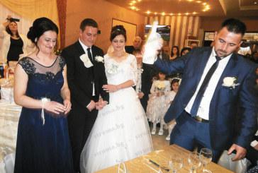 Влюбени от Дебрен вдигнаха сватба с 500 гости и 10 шафери