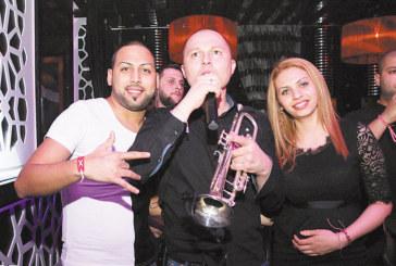 """Гъмзата с личния си бенд пощуриха феновете в """"Джулиани"""", гръцката звезда Йоргос Ксантиотис – изненадата за дамите на 8 март"""