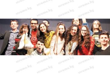 Гимназисти от Дупница представят България на театрален фестивал в Прага