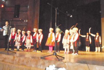 """Със спектакъла """"Шибил"""" млади таланти  просълзиха публиката в Дупница"""