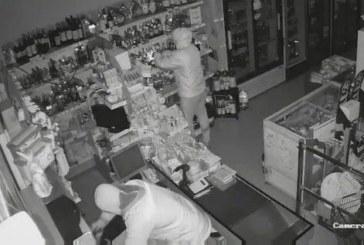 Маскирани обраха магазин за 6 минути