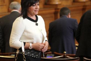 Корнелия Нинова се кандидатира за лидер на БСП