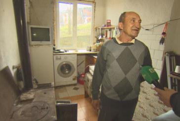 Бай Асен от Церово, който продаде магарето си, за да плати глоба, даде дарените му пари за болно дете