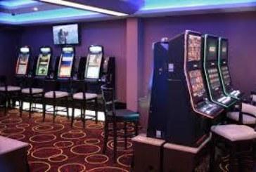 Петричанин вилня в казино, автоматът му глътна парите, той го потроши