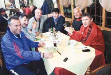 """След 5 г. работа на Албиона ексфутболистът  на """"Беласица"""" П. Карадалиев събра на купон  в Петрич отдадени на великата игра хора"""