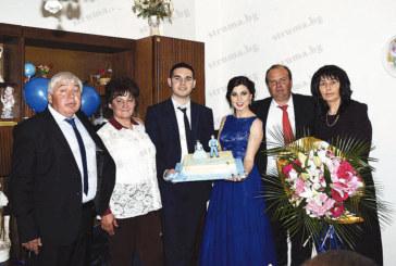 Съветникът и лидер на ВМРО – Петрич К. Стойков се сгоди, спазвайки старите ритуали, над 70 годежари се включиха в емоционалния празник