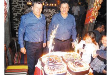 Близнаци честваха 60-г. юбилей с емоционален купон, дори тортите бяха еднакви