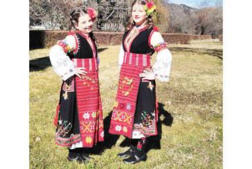 Сестрите Анабел и Дарина Дамянови от Сандански обраха наградите на фолклорен конкурс