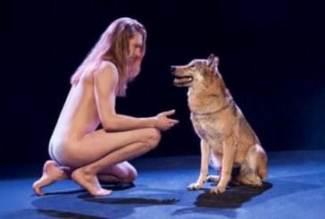 """Шок на """"Евровизия"""" – гол певец с вълци на сцената"""