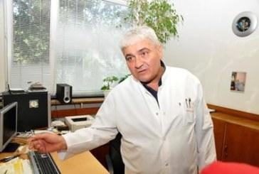 Пребитият от маскирани травматолог проф. Станчев губи окото си