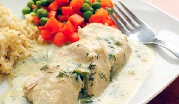 Пилешко филе в бял сос