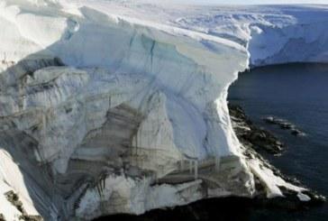 От Антарктида се отчупиха два огромни къса от шелфа