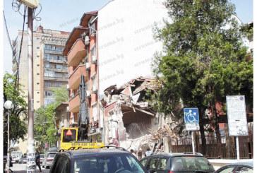 Собственичката на КФМ Тонка Трайкова събори емблематичната Червена къща в центъра на Благоевград, вдига кооперация