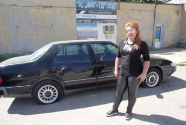 Срязаха гумите на 4 коли на благоевградската бизнесдама Нина Димова, тя е категорична: Това е предупреждение, страхувам се за живота си!