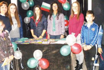 Петрички гимназисти с мобилен фризьорски салон предлагащт услуги по домовете