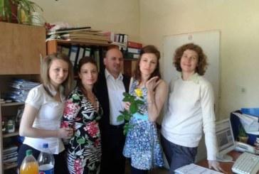 Емоционален рожден ден отпразнува с колеги финансистката в община Струмяни Р. Атанасчикова
