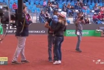 Българин предложи брак на половинката си на корта преди мача на Григор