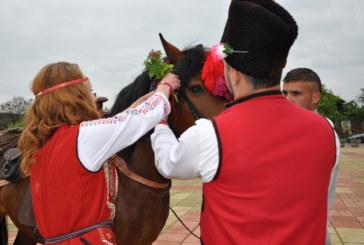 Кукери огласиха с чанове разложкото село Елешница навръх Великден