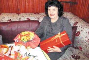 Ръководителката на състава за стари градски песни Василка Борисова стана баба за трети път