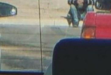Тази жена тръгва за работа и вижда мъж зад колата си! Това, което направи, ще ви остави без думи