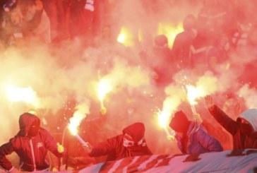 Грозни сцени на мача в Благоевград! Летят камъни и димки, двама униформени и един фен в спешното /ВИДЕО/