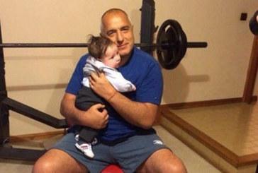 Борисов: Внучето плаче при майка си, като го доведа на щангата – спира