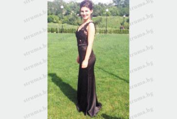 Отличничката в СОУИЧЕ Евелин Иванова блесна с екстравагантна дизайнерска рокля на бала