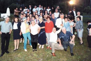 80 бивши възпитаници на Икономиката, пръснати по цял свят, празнуваха незабравима нощ
