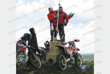 Трима любители на високите скорости изкачиха с мотори връх Дебелец