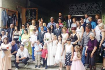 Красива санданчанка пред 200 сватбари се врече във вярност на любимия си