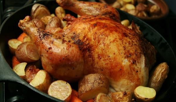 Пълнено пиле с ориз и гарнитура от картофи