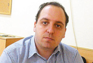 Документ поставя под съмнение квалификацията на болничния шеф Р. Тимчев