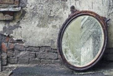 Мислите, че го има само по филмите? Докоснете с пръст огледалото и може да узнаете нещо шокиращо!