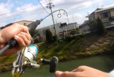 Ужасен карък! Рибар закачи на въдицата си достойнството на гол плувец