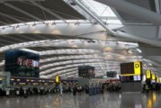 Драма на летищата край Лондон, пътниците блокирани