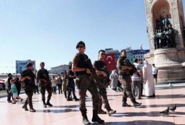 ШОК! Мъж преби с ритници в лицето жена с къси панталони в Истанбул!