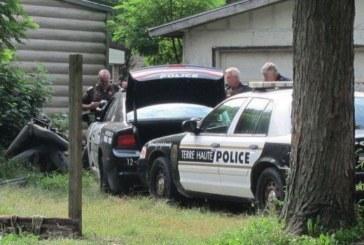 Престъпник шокира полицаи, подкара патрулка със закопчани ръце зад гърба… (СНИМКИ)