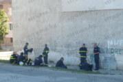 """ЧЕТВЪРТИ ДЕН ПРОДЪЛЖАВА ДРАМАТА В БЛАГОЕВГРАД! Мъж в кв. """"Грамада"""" разиграва полицаи, пожарникари и медици със заплахи, че ще скочи от 4-ия етаж"""