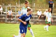 """Противникова вратарка влиза от кръста нагоре срещу нападателка на """"Спортика"""""""