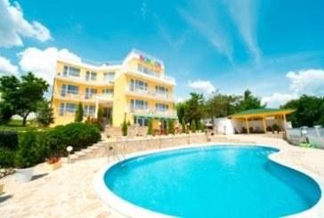 Продават хотел на морето по-евтино от апартамент
