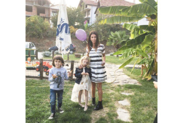 Дъщеричката на санданското бизнес семейство Давидови чества рожден ден с приятели