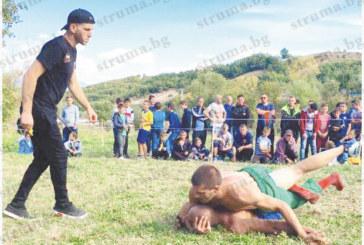 Дебютиралият на ММА ринга И. Мандев стана първенец на народните борби в чест на сюнета в с. Лъжница, грабна наградата – 50-кг коч